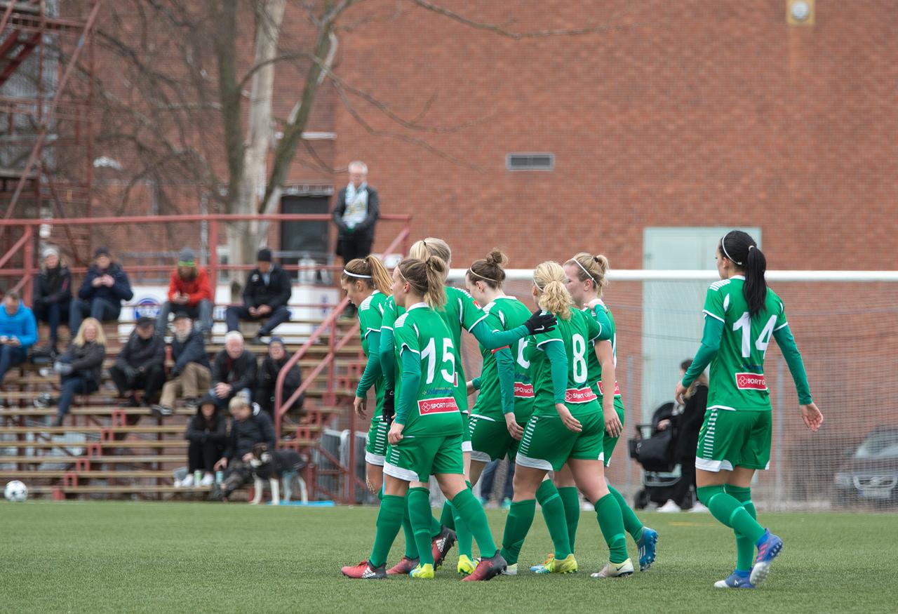 """8 april, BK30-HIF 2-3 Genrepet, mot Elitettan-nykomlingen från Västerås, blev inte riktigt vad Bajen tänkt sig. Hemmalaget spelade på gränsen till brutalt, och i Hammarby-lägret var man lättade över att """"bara"""" Angeldahl tvingades kliva av. Pausledningen – där Olga Ekblom gjort första målet och Zigiotti utökat två gånger om – blev till en uddamålsvinst."""