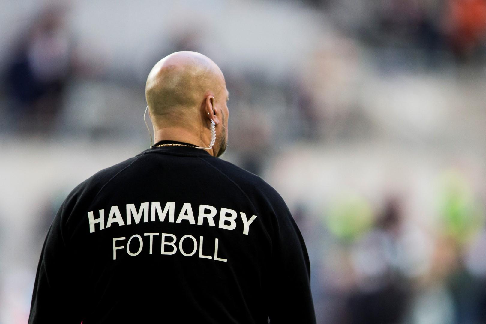 160501 Säkerhetspersonal under fotbollsmatchen i Allsvenskan mellan Hammarby och Sundsvall den 1 maj 2016 i Stockholm. Foto: Andreas L Eriksson / Bildbyrån / kod AE / Cop 106