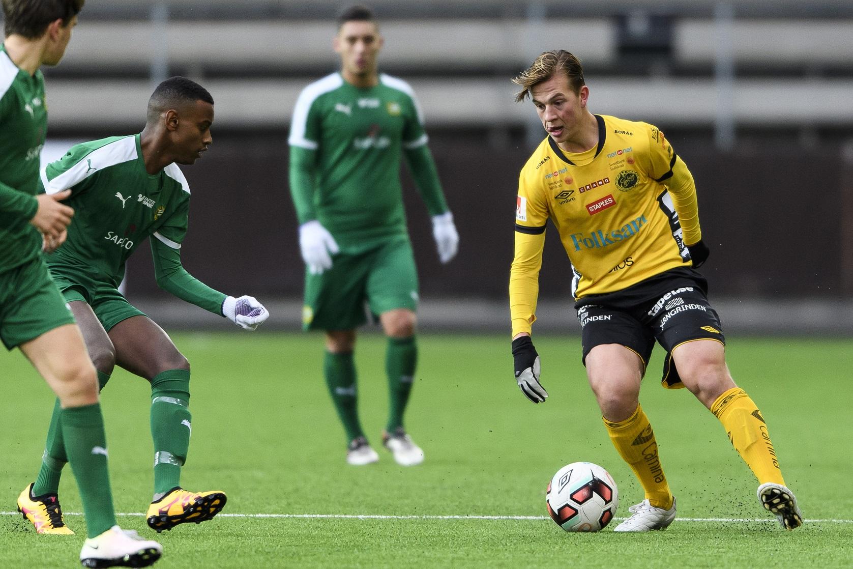 161022 Elfsborgs Simon Olsson och Hammarbys Abiel Sequar under en fotbollsmatch i U19 slutspelet mellan Elfsborg och Hammarby den 22 oktober 2016 i BorŒs. Foto: Jšrgen Jarnberger / BILDBYRN / Cop 112