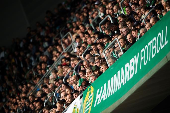 Beskedet att Hammarbys cupsemifinal kan spelas på Tele2 Arena kom på onsdagskvällen. Efter det har det varit snabba bud att organisera arrangemanget och sjösätta biljettförsäljningen. Och Bajenfansen visar att de är på tårna - över 11 000 biljetter till söndagens match mot BK Häcken har sålts på mindre än ett dygn. Kom på cupfesten du också! Biljettlänk finns i artikeln.