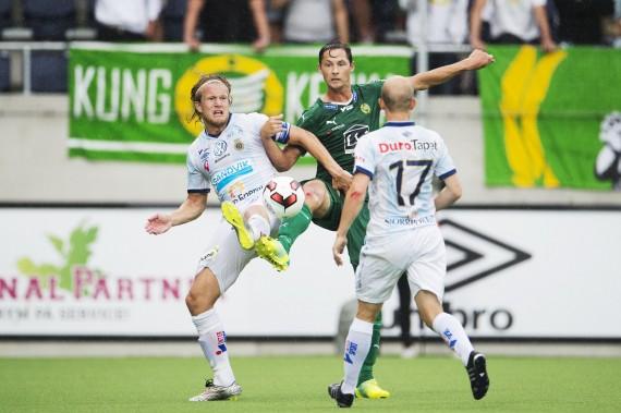 160730 Hammarbys Philip Haglund och Gefles Anders BŒŒth i kamp om boll under fotbollsmatchen i Allsvenskan mellan Gefle och Hammarby den 30 juli 2016 i GŠvle.  Foto: Linnea Rheborg / BILDBYRN / Cop 189