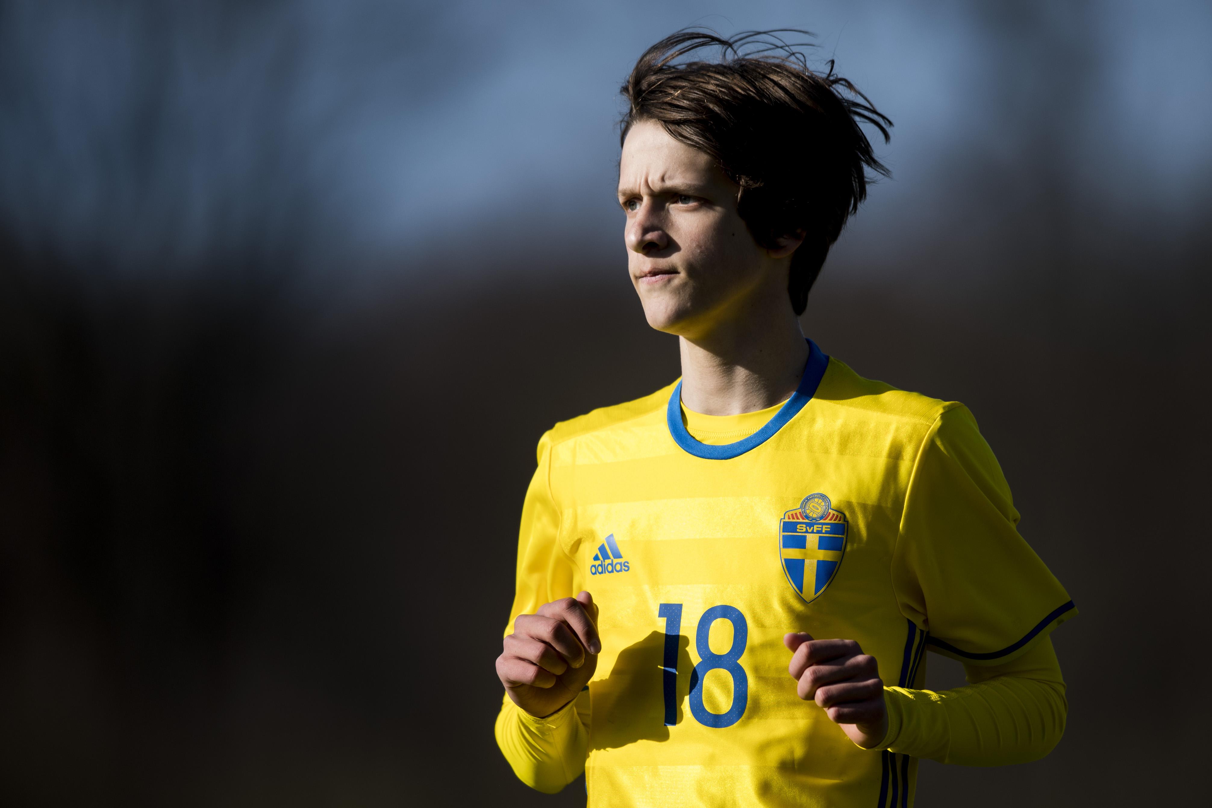 160419 Sveriges Olle Edlund under fotbollsmatchen mellan Sverige och Danmark den 19 april 2016 i Helsingborg. Foto: Petter Arvidson / BILDBYRN / kod PA / 91366