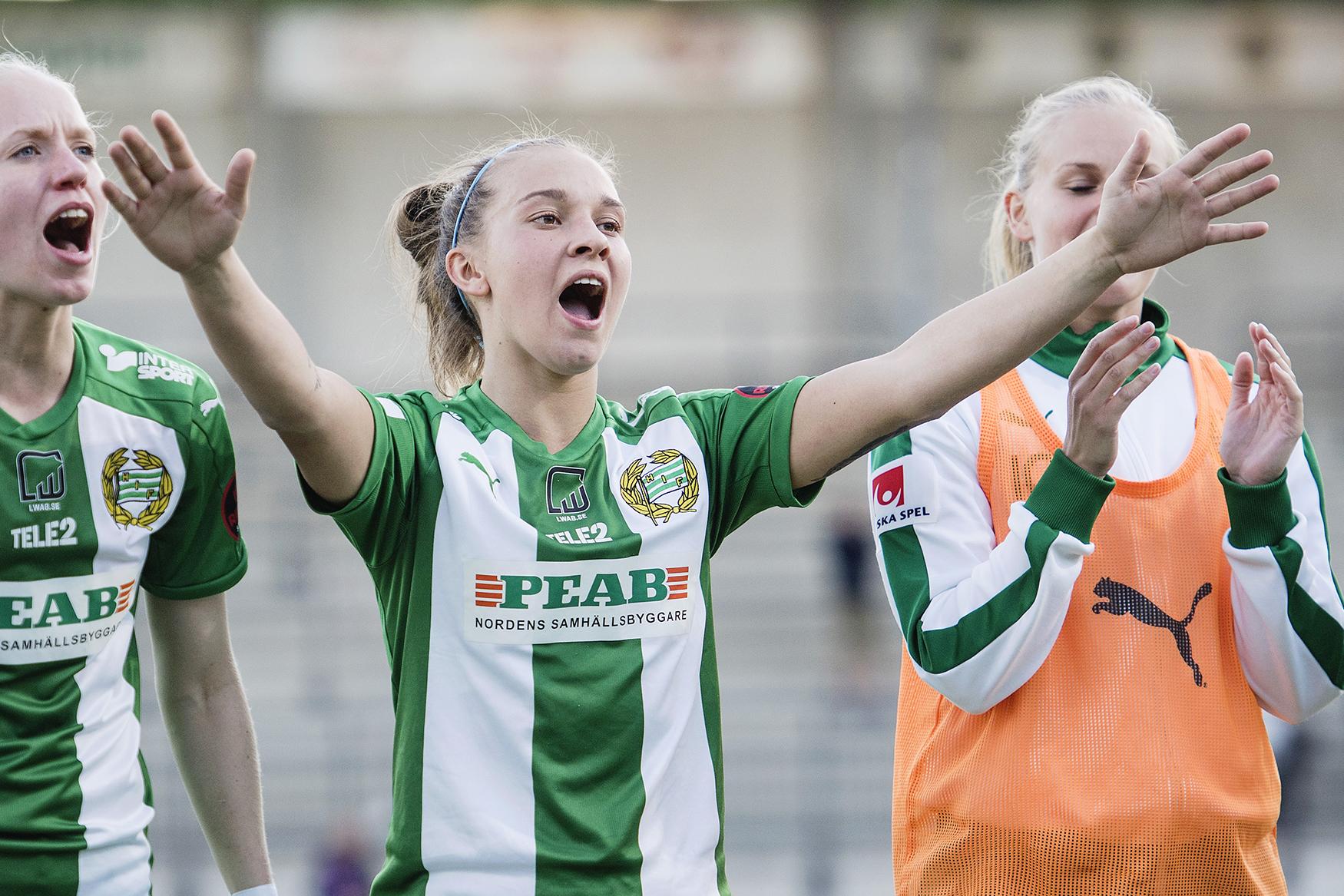 170629 Hammarbys Julia Zigiotti Olme (m) jublar efter under fotbollsmatchen i Damallsvenskan mellan Hammarby och Vittsjš den 29 juni 2017 i Stockholm. Foto: Johanna Lundberg / BILDBYRN / kod JL / 135858
