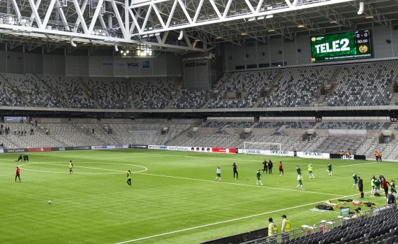 170422 Linkšpings och Hammarbys spelare vŠrmer upp pŒ Tele2 Arena infšr fotbollsmatchen i Damallsvenskan mellan Hammarby och Linkšping den 22 april 2017 i Stockholm.  Foto: Andreas L Eriksson / BildbyrŒn / kod AE / Cop 106