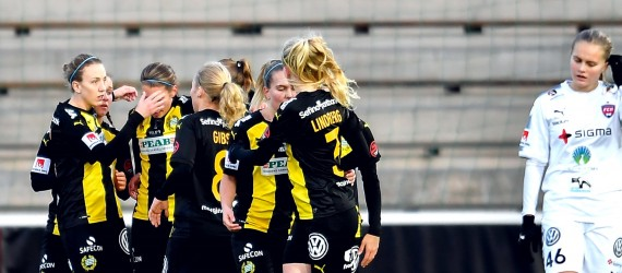 171112 Hammarbys Kajsa Sund jublar med lagkamrater efter 0-1 under fotbollsmatchen i Damallsvenskan mellan RosengŒrd och Hammarby den 12 november 2017 i Malmš. Foto: Avdo Bilkanovic / BILDBYRN / COP115