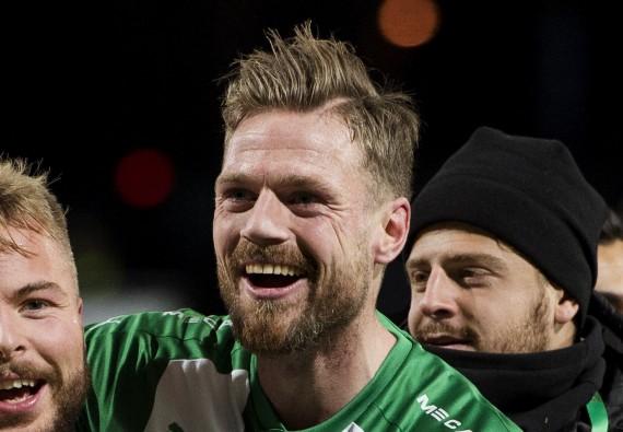 171029 Hammarbys Sander Svendsen och Arn—r Sm‡rason  jublar efter fotbollsmatchen i Allsvenskan mellan GIF Sundsvall och Hammarby den 29 oktober 2017 i Sundsvall. Foto: Nils Jakobsson / BILDBYRN / kod NJ / 74249