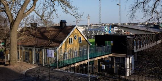 180414 Exteriör av Hammarby IP innan fotbollsmatchen i Damallsvenskan mellan Hammarby och Limhamn Bunkeflo den 14 April 2018 i Stockholm.  Foto: Kenta Jönsson / BILDBYRÅN / Cop 210