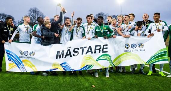 181021 Hammarby vinner SM-Guld, hŠr med mŒstŒr banderollen efter fotbollsmatchen i U16 SM-finalen mellan Hammarby och Malmš den 21 oktober 2018 i Stockholm. Foto: Dennis Ylikangas / BildbyrŒn / Cop 253