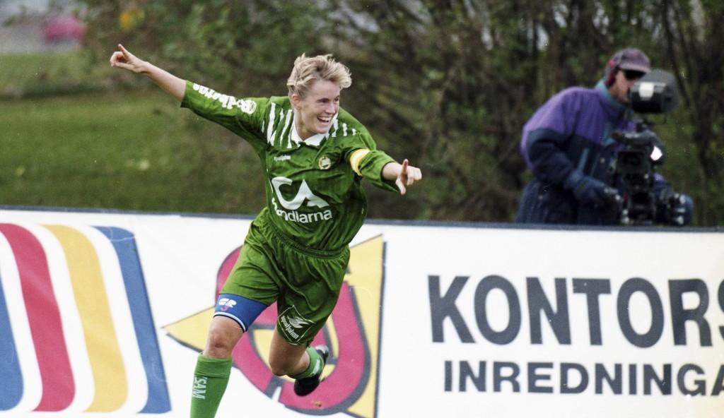 950924 Fotboll, Dam, Folksam Cup, Hammarby - Älvsjö, 1-0: Matchvinnaren Lilie Persson jublar efter 1-0 © Bildbyrån - 19070